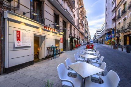 Se Traspasa Bar Con Terraza En Zona Peatonal De Plaza De